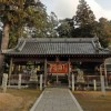 吉川町前田にある天津神社です。境内に土俵があります。奉納相撲が行われているのでしょうか? 2012年3月撮影