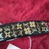 サイズ 全長 9cm     金具 7cm 付属品 なし ルイヴィトン バレッタ アンクルージョン 髪留め ¥29,000 少々のキズはありますが、全体的にきれいな状態です 。黒×ゴールドの中に、金のロゴとラインストーン […]